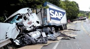 En kraschad lastbil med SAPs logotype
