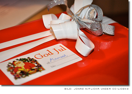 Inslagen julklapp med etiketten 'Till Mamma' - bild av Jonas_N från flickr under cc-licens