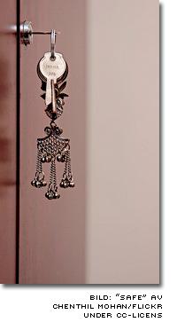 nycklar i kassaskåp